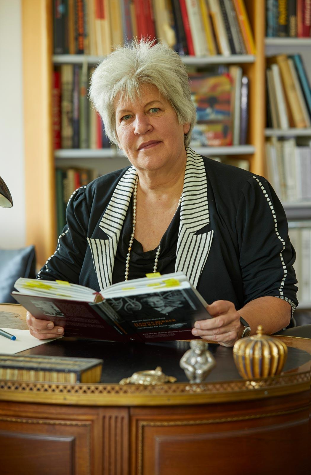 Marian Stein-Steinfeld hat das Archiv Hanna Bekker vom Rath aufgebaut und ihre Großmutter nun in einer Biografie gewürdigt. (Foto: Fotostudio Herbert Fischer Frankfurt)