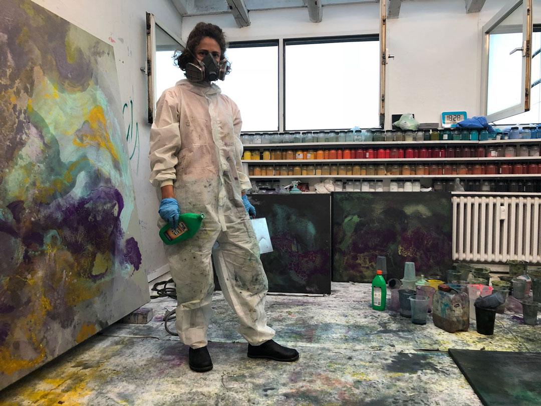 Häufig muss Sabrina Haunsperg bei der Arbeit eine Maske aufsetzen. (Foto: privat)