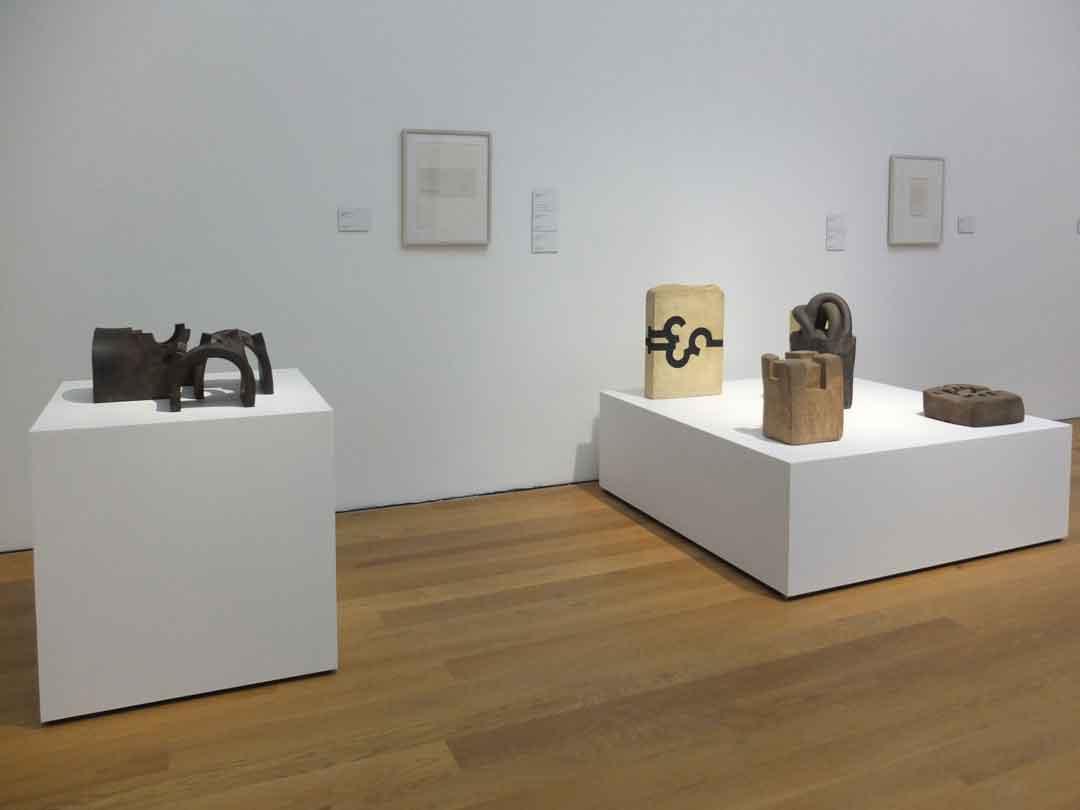 """Eduardo Chillida """"Architekt der Leere"""", Ausstellungsansicht Museum Wiesbaden 11/ 2018 – 3/ 2019 (Foto: Lea Schäfer)"""