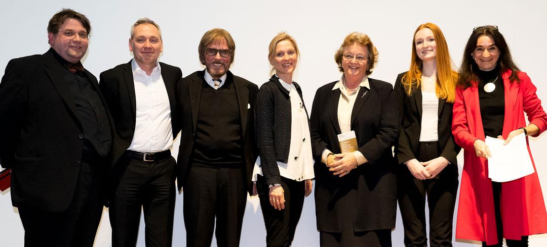 Von links nach rechts: Fritz Geller-Grimm, Peter Forster, Frank Brabant, Astrid Lembcke-Thiel, Cornelia Luetkens, Clara von Debschitz und Moderatorin Corinna Freudig (Foto: Vera Friederich)